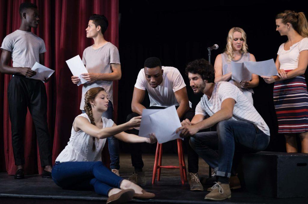 L'arte entra in azienda con il teatro