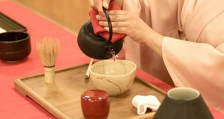Giappone, stop alle donne che servono il tè alla fine dei meeting