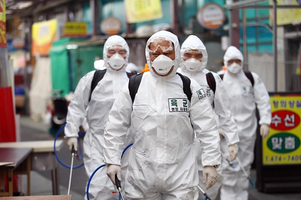 Coronavirus, in Sud Corea sotto accusa la cultura del lavoro