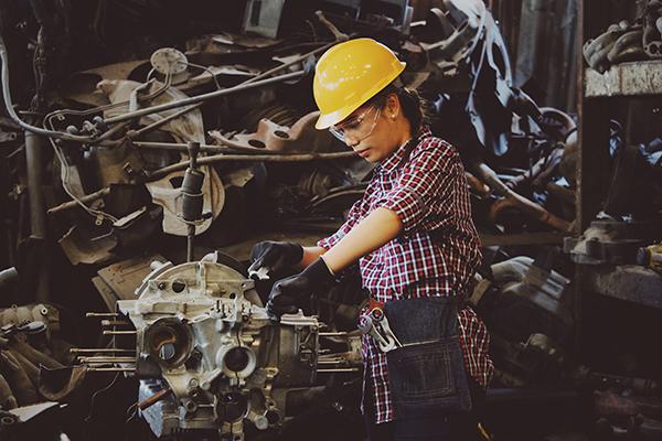 L'automazione taglia i posti di lavoro… delle donne