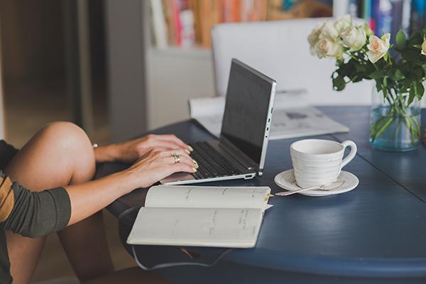 Caffè, bollette pagate e carta igienica per chi lavora a distanza