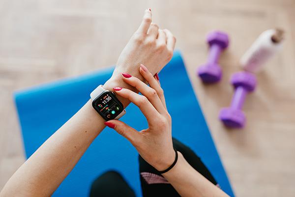 Dispositivi indossabili in sanità tra potenzialità e rischi