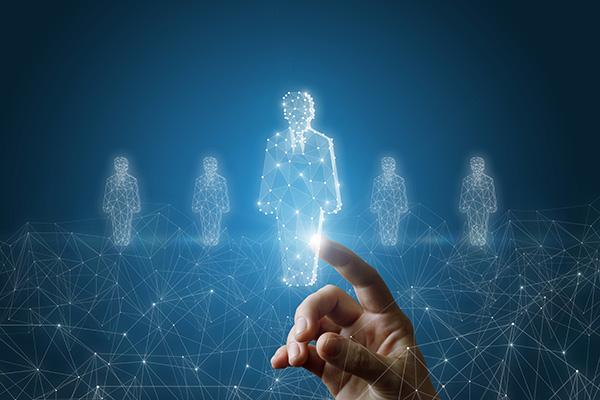 Il futuro è ibrido e punta sul capitale umano