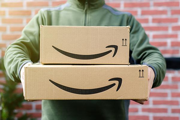 Tutti contro Amazon… ma poi ci vogliono lavorare